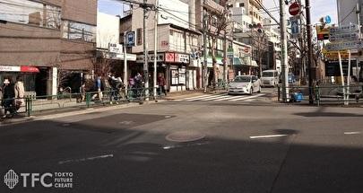 東京メトロ神楽坂駅前